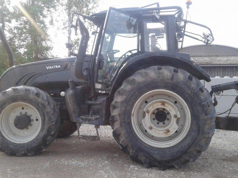 Valtra T 162 direct Forst mit Kran