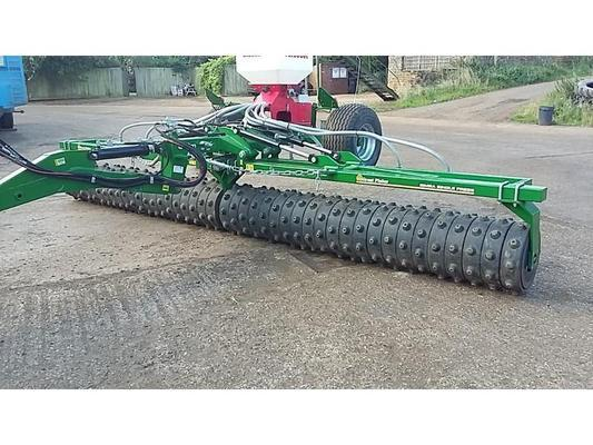 Simba 2014  GREAT PLAINS 6.6M SINGLE PRESS C/W AQUEELL II RINGS AND STOCKS TURBO JET SMALL SEEDER. IN SUPERB CONDITION